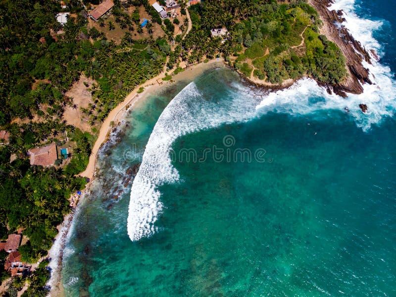 在斯里兰卡鸟瞰图的Hiriketiya海滩 免版税库存图片