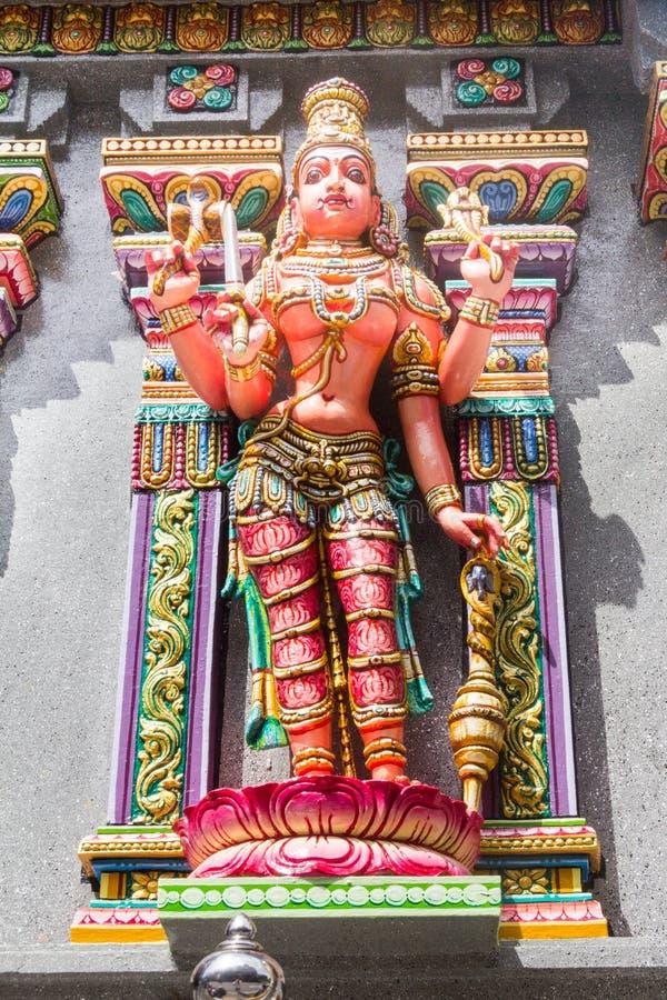 在斯里玛哈Mariamman寺庙,位于西罗姆路的泰米尔人北印度语寺庙的gopura塔的被雕刻的图象,曼谷,泰国 免版税库存图片