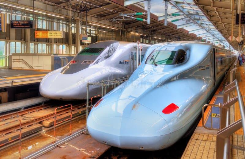 在新大阪驻地的Shinkansen火车 库存照片