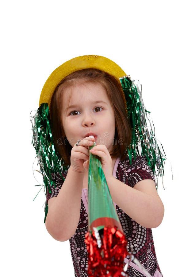 在新年除夕的逗人喜爱的小的女孩 免版税库存图片