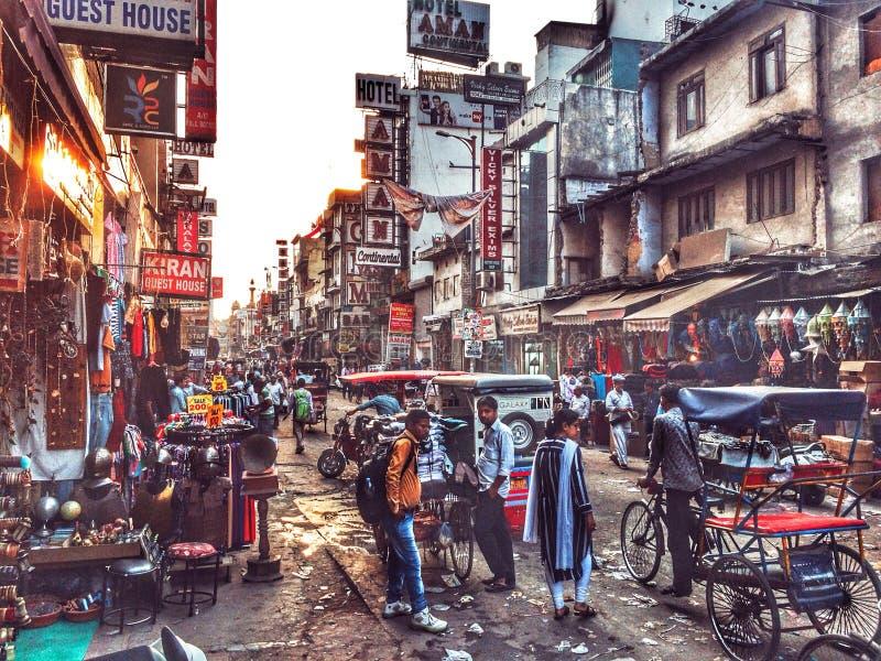 在新德里街的日落 库存图片