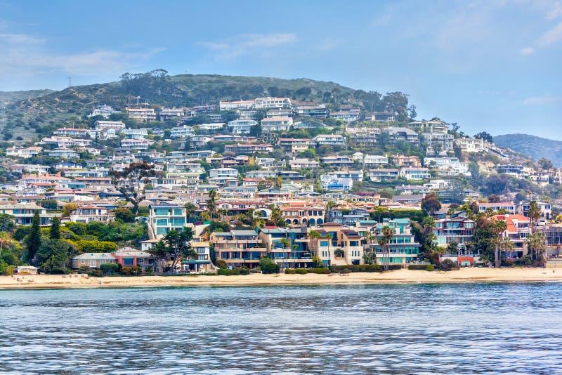 在新港海滨附近的南加州沿海沿海地带家 免版税图库摄影