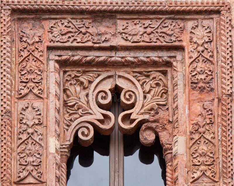 在新生样式的赤土陶器门面与精心制作的装饰 库存照片