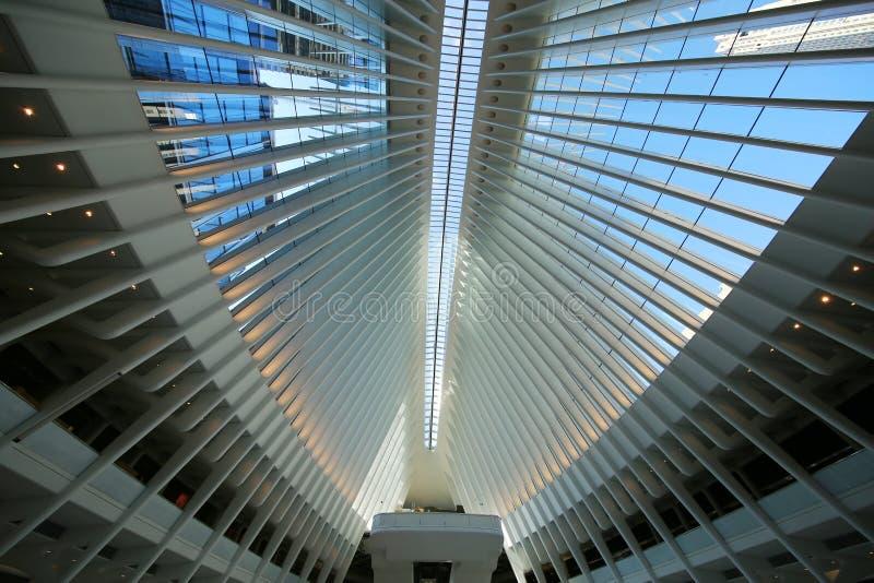 在新的世界贸易中心运输的Oculus里面插孔由圣地牙哥・卡拉特拉瓦设计了 库存照片