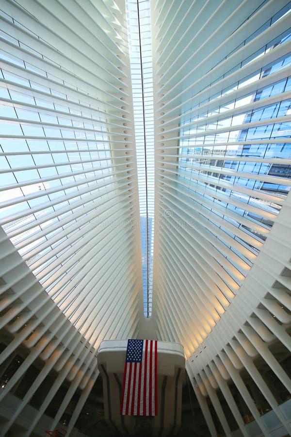 在新的世界贸易中心运输的Oculus里面插孔由圣地牙哥・卡拉特拉瓦设计了 图库摄影