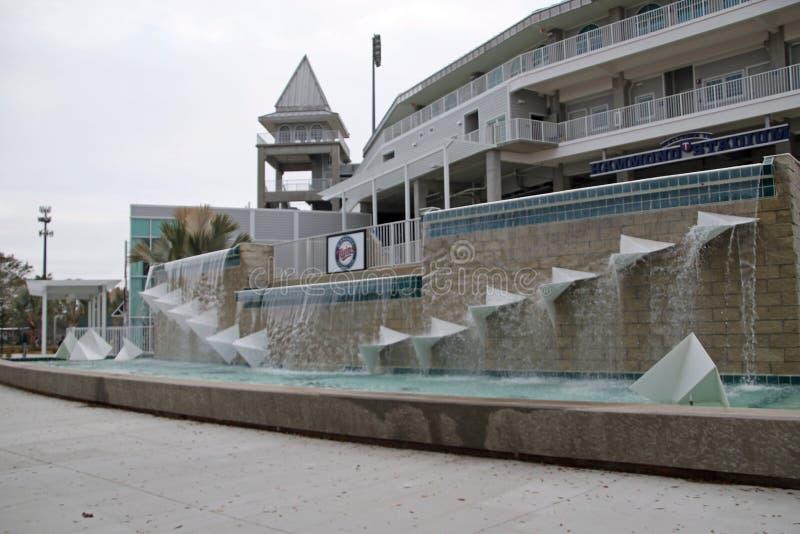 在新的入口的喷泉对Hammond体育场 库存图片