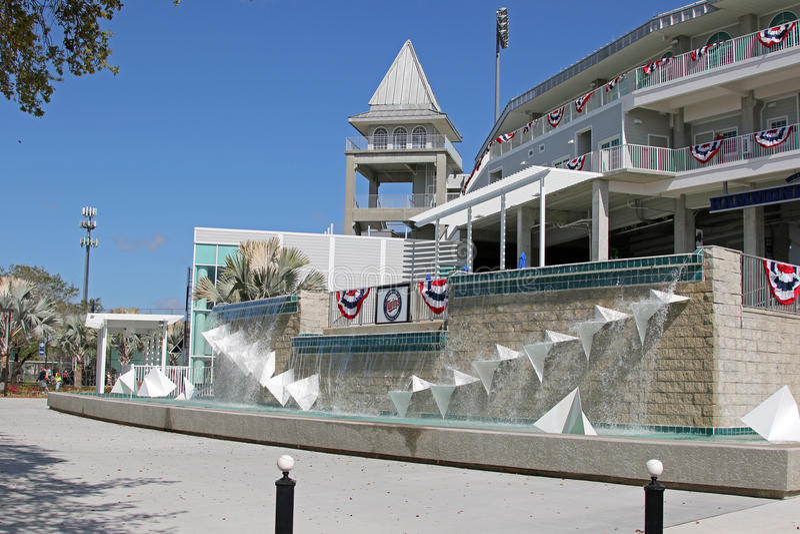 在新的入口的喷泉对Hammond体育场 免版税图库摄影