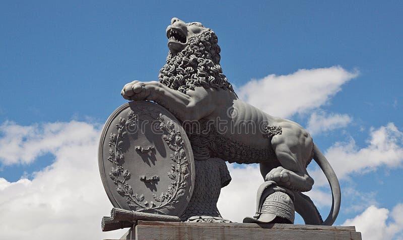 在新的城堡的狮子雕塑在斯图加特 免版税库存图片