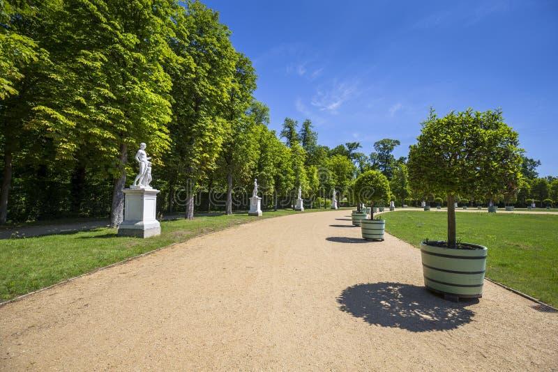 在新的宫殿附近的美丽的胡同在波茨坦 免版税库存图片