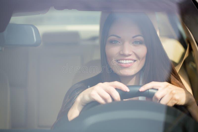 在新的汽车附近的女孩 免版税库存照片