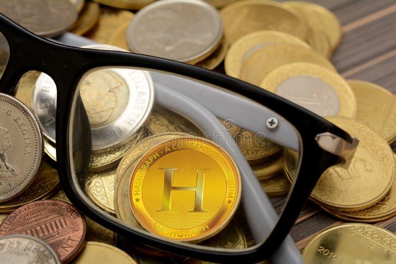 在新的Cryptocurrency Hashgraph玻璃的焦点 库存图片