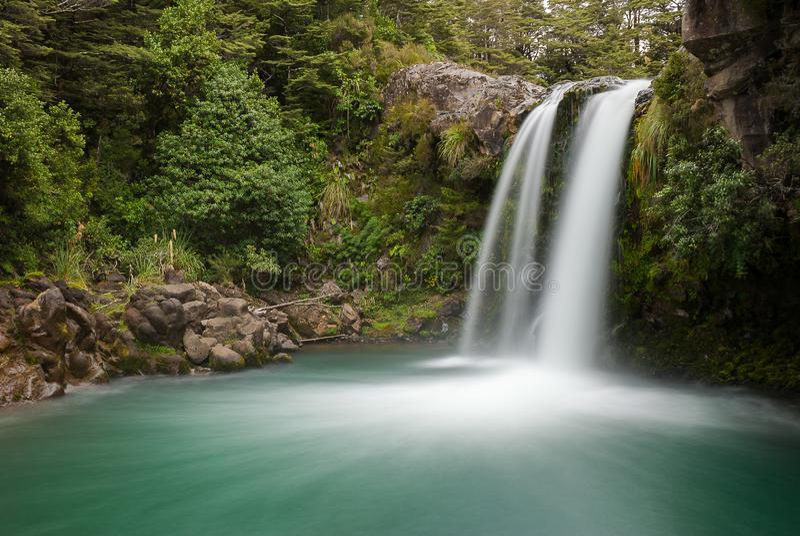 在新的zeland montain的瀑布 免版税库存照片