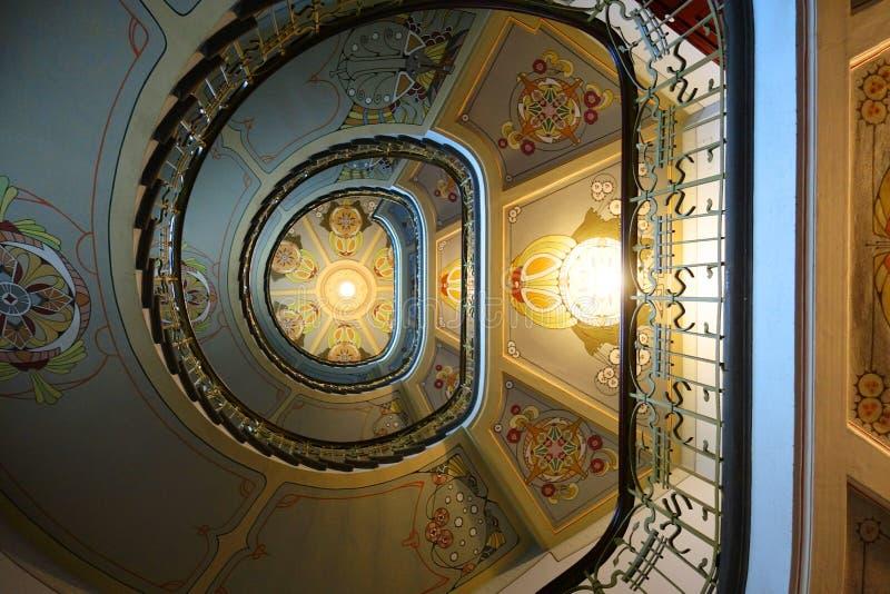 在新艺术主义样式的螺旋形楼梯 图库摄影