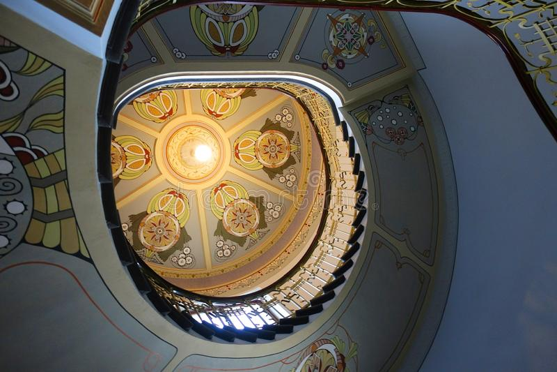在新艺术主义样式的螺旋形楼梯 库存照片