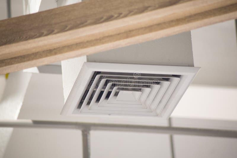 在方形的形状的空气管道 库存图片