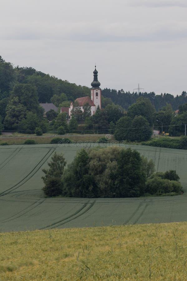在施万多尔夫旁边的诺伊基尔兴在巴伐利亚 库存照片