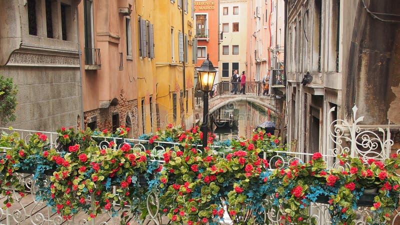 在旁边运河,威尼斯的桥梁 库存图片
