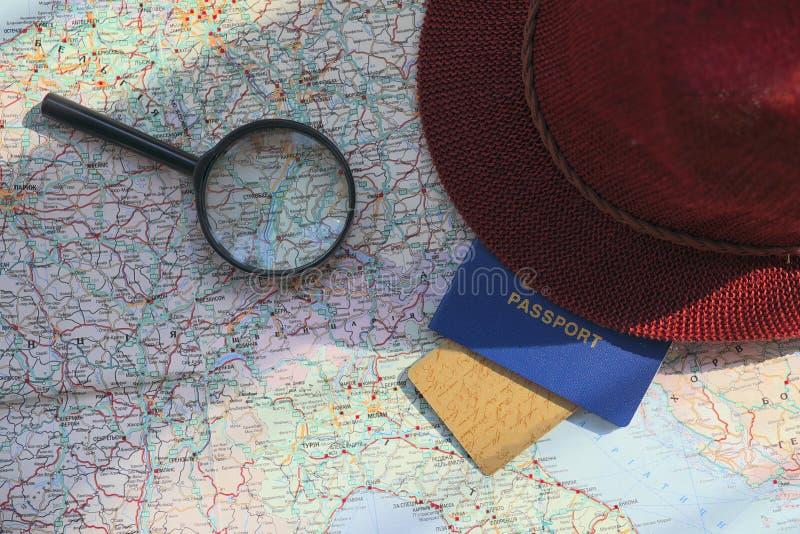在旅行全世界地图的护照 图库摄影