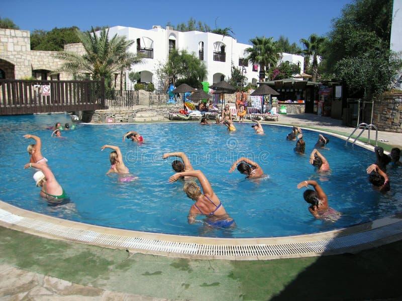 在旅馆俱乐部齐墩果博德鲁姆土耳其的游泳池 免版税库存图片