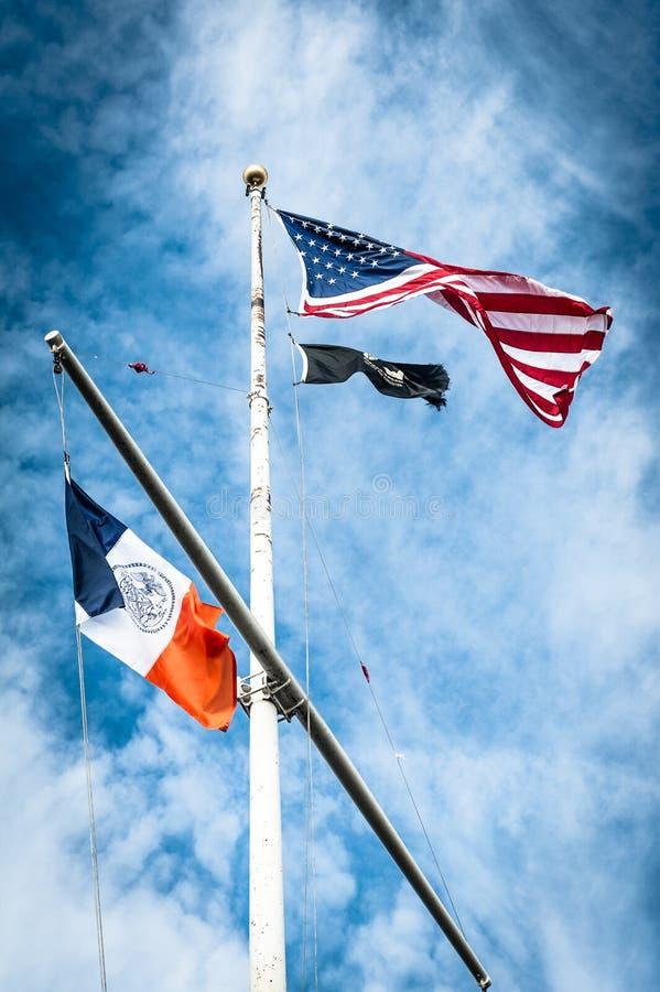 在旗杆的美国标志 库存照片