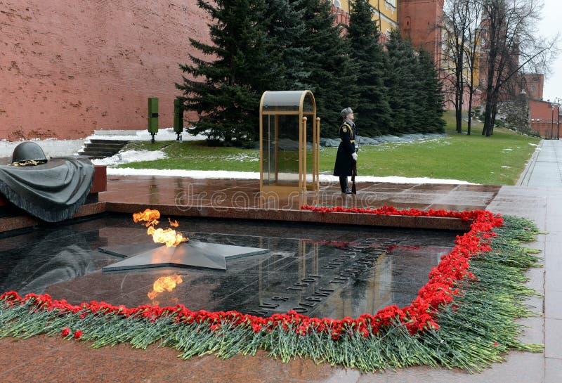 在无名英雄墓的仪仗队在亚历山大庭院里 岗位第1 免版税库存照片