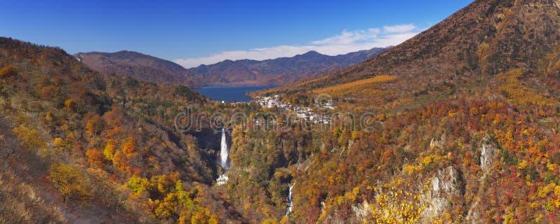 在日光,日本附近的华严瀑布在秋天 免版税库存图片