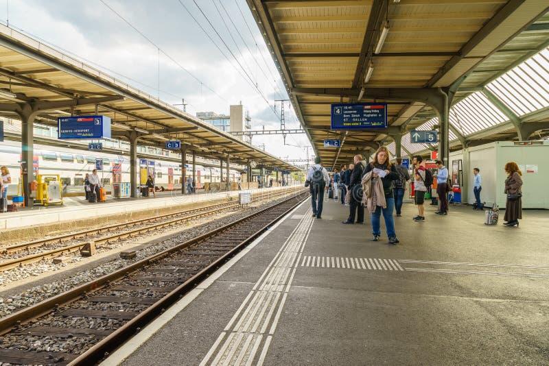 在日内瓦Cornavin机场火车站的平台 免版税库存图片