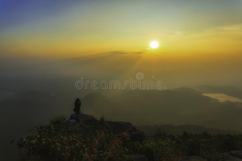 在日出时间的顶面山 库存图片