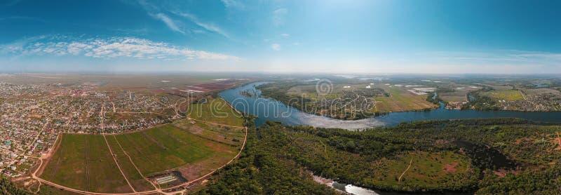 在日出期间的河谷 使自然夏天环境美化 免版税库存照片