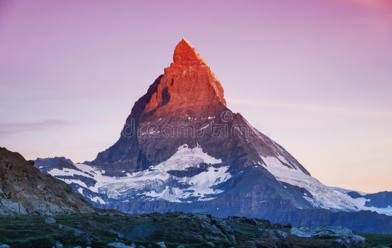 在日出期间的马塔角峰顶 美好的自然风景在瑞士 库存图片