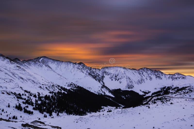在日出期间的山在Loveland通行证在科罗拉多 免版税库存照片