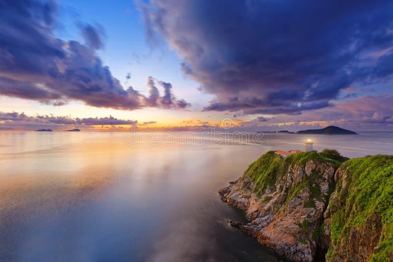 在日出期间的香港灯塔 库存照片