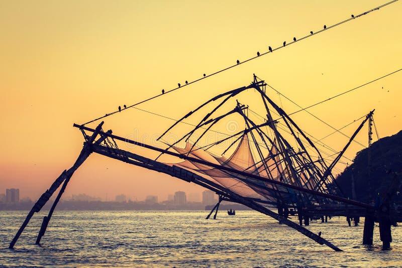 在日出的中国捕鱼网在科钦堡垒高知,喀拉拉 库存照片