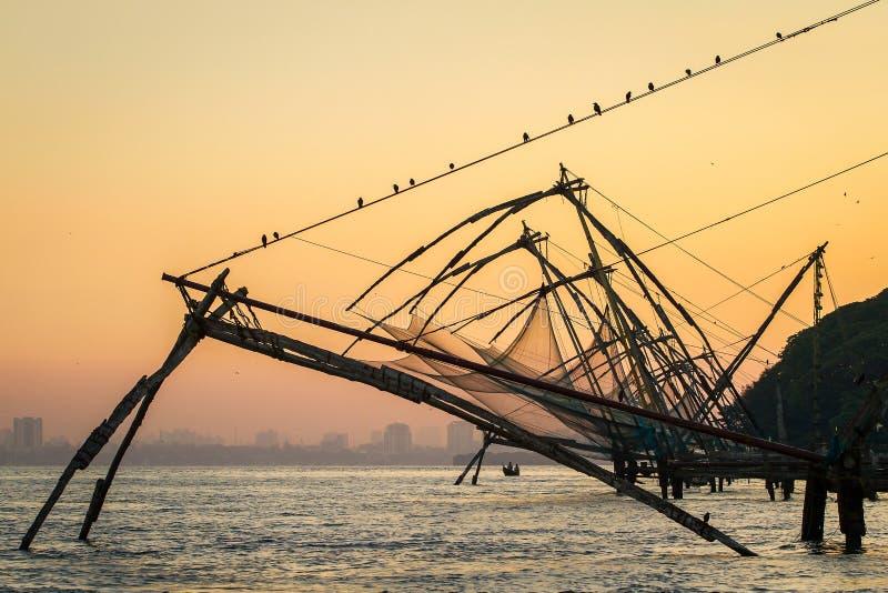 在日出的中国捕鱼网在科钦(堡垒高知) 库存照片