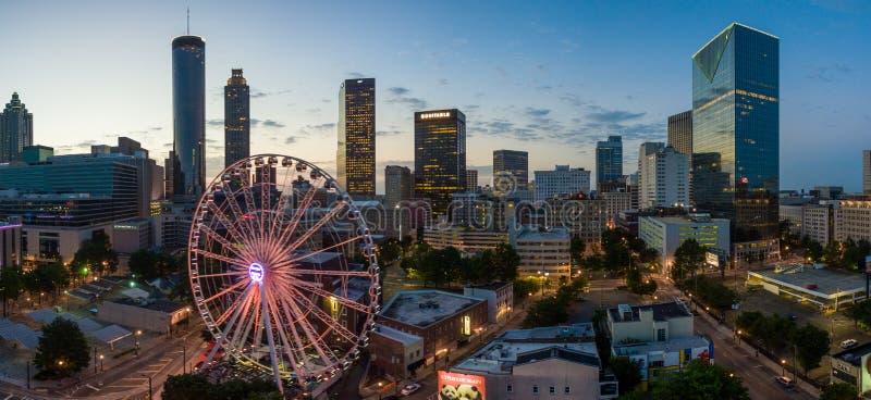在日出的亚特兰大地平线城市 免版税库存照片