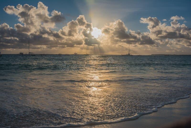 在日出的大西洋 免版税库存图片
