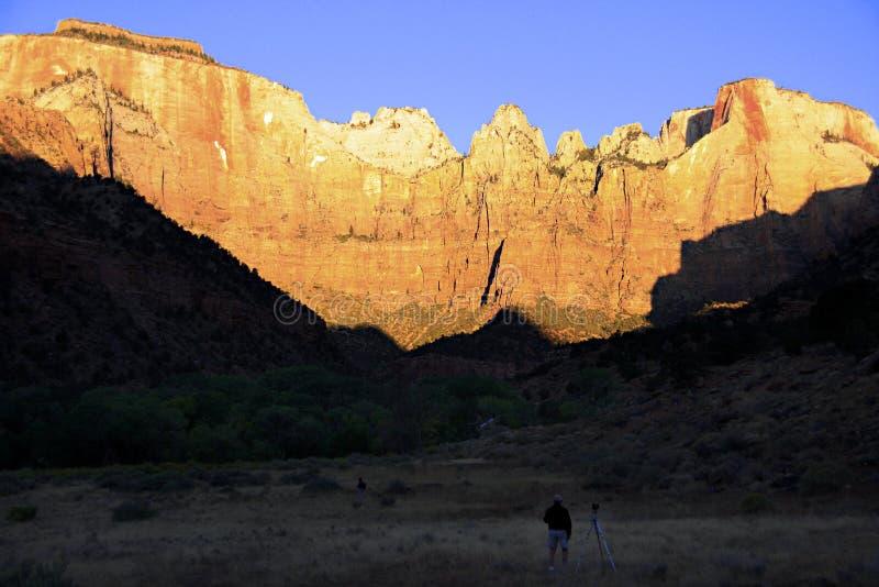 在日出的山 免版税库存照片