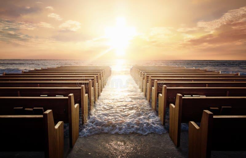在日出的教会座位 库存照片