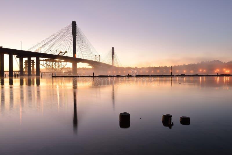 在日出的新的口岸曼桥梁 图库摄影