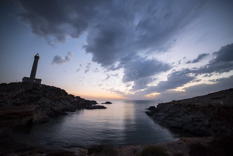 在日出的海风景在有灯塔的地中海 库存照片