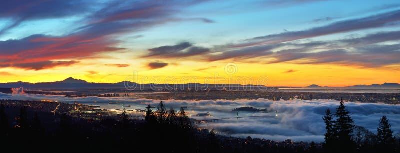 在日出的温哥华全景都市风景 库存照片