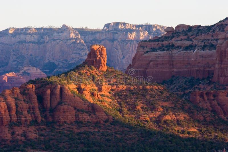 在日出的烟囱岩石 Sedona 库存照片