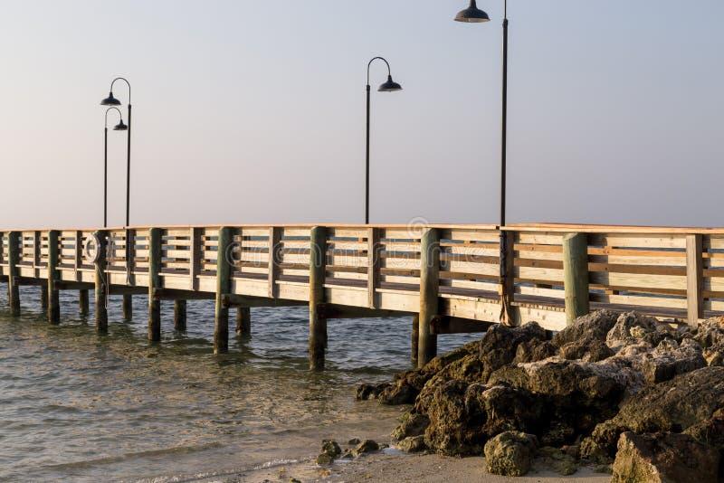 在日出的码头 库存图片