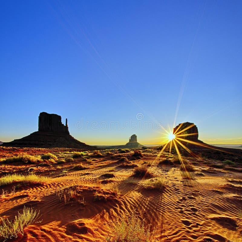 在日出的纪念碑谷,美国 库存图片
