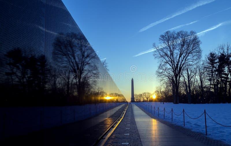 在日出的越战纪念碑墙壁,华盛顿特区, 免版税库存图片