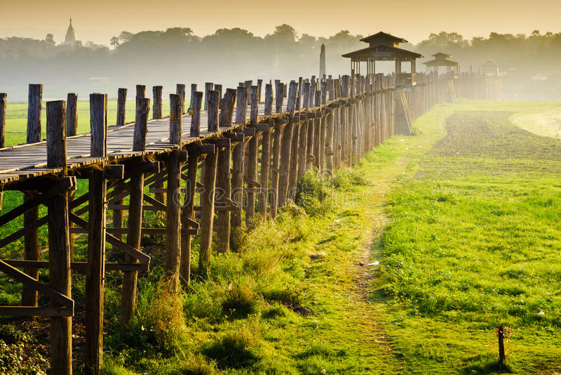 在日出的Ubein桥梁,曼德勒,缅甸 库存图片