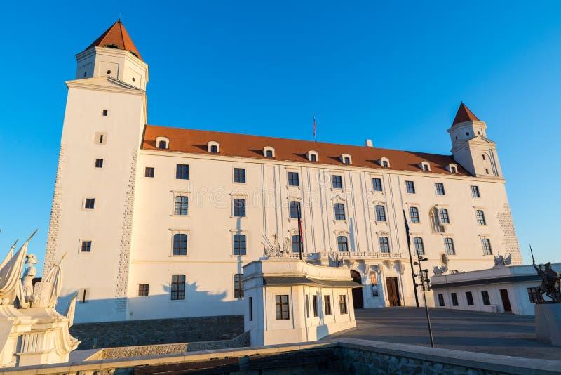 在日出,布拉索夫,斯洛伐克的布拉索夫城堡 库存图片