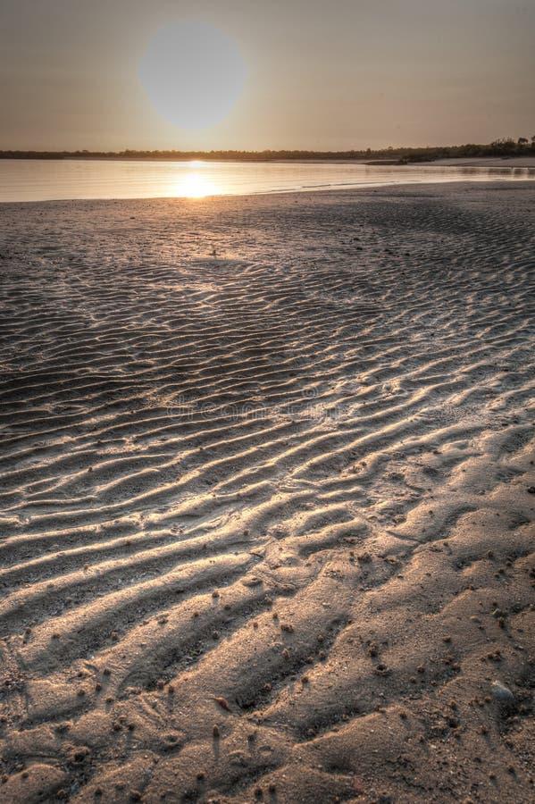 在日出- Kalumburu蜜月湾的泥滩 免版税库存照片