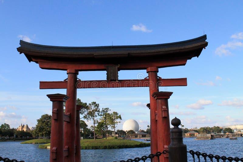 在日本亭子的Torii神道的信徒的门Epcot的 库存照片