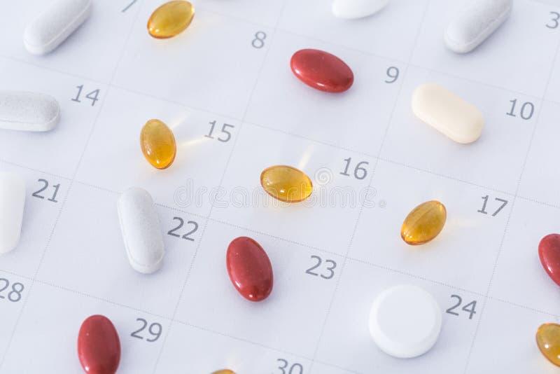在日程表的药片 库存照片